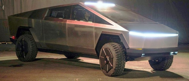 1200px-Tesla_Cybertruck_outside_unveil_modified_by_Smnt