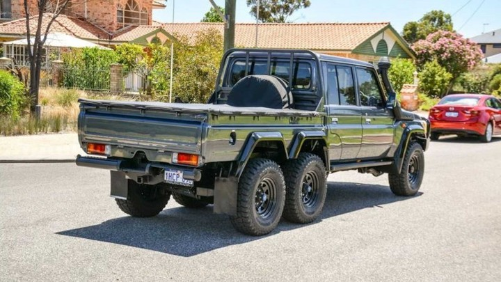 Toyota Land Cruiser 6x6 - 05